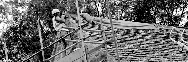 workers_on_roof